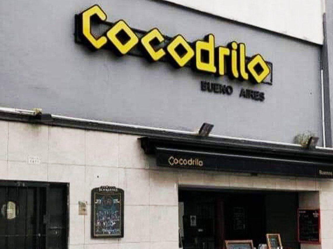 Cocodrilo regala cenas a vacunados contra el Covid