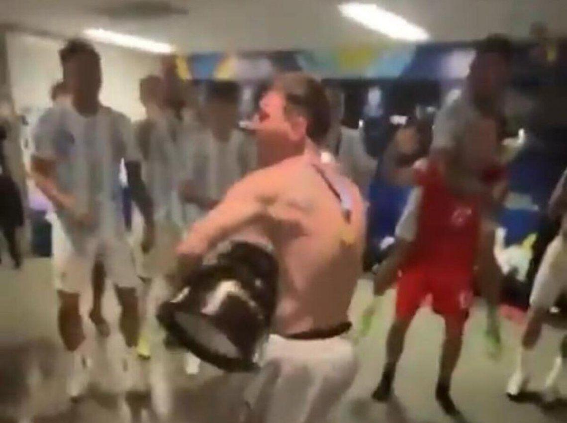Messi y los jugadores. Explotó el vestuario.
