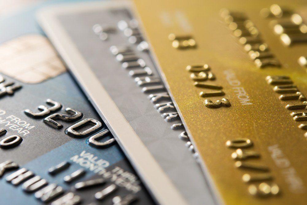 Las diferencias entre el banco y el cliente a la hora de aplicar costos y cargos