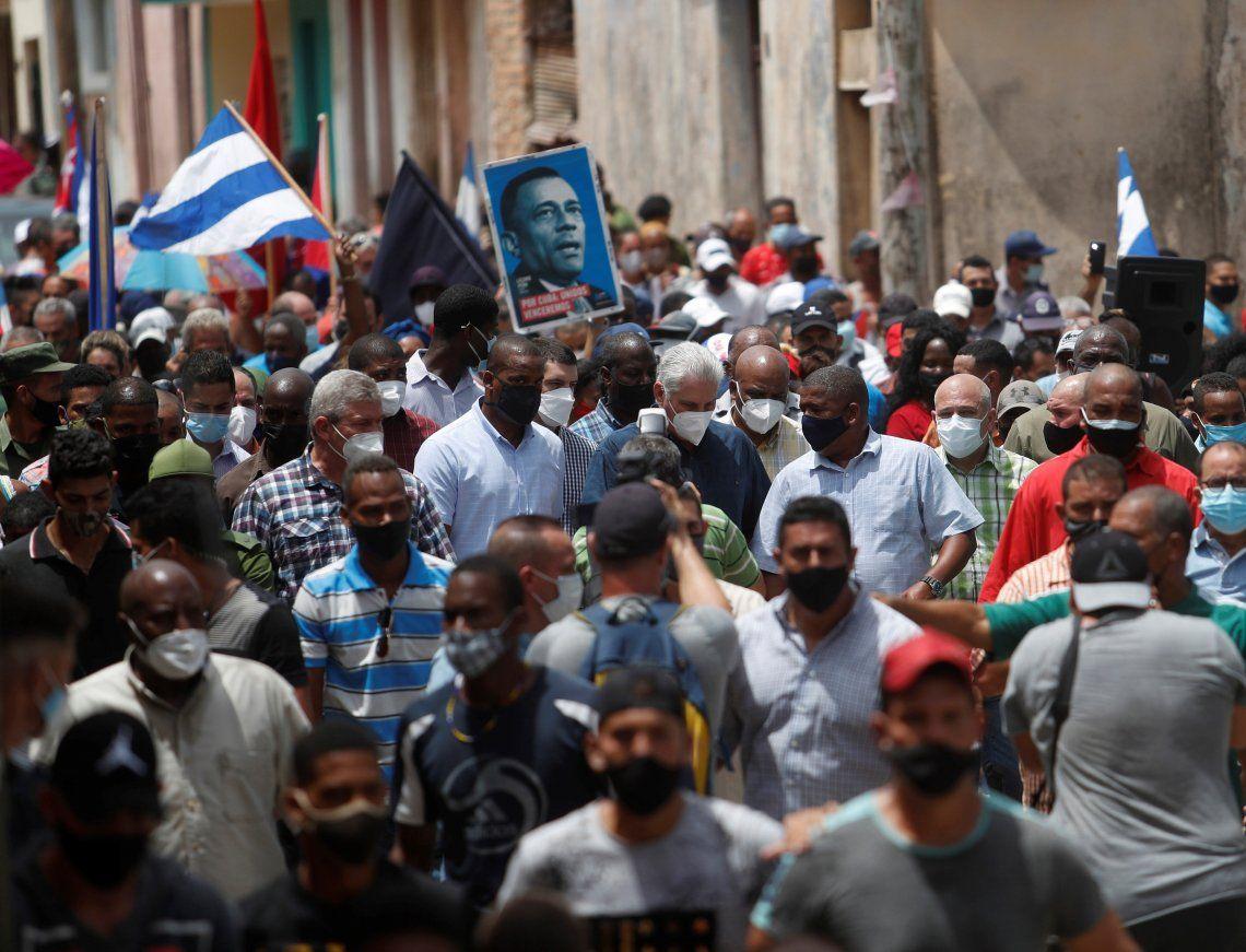 Miles de cubanos salieron a manifestarse ayer a las calles.