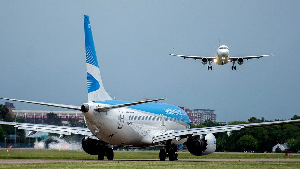 Los controladores aéreos y técnicos de navegación informaron que no habrá vuelos de cabotaje de 10 a 12 y de 14 a 18.