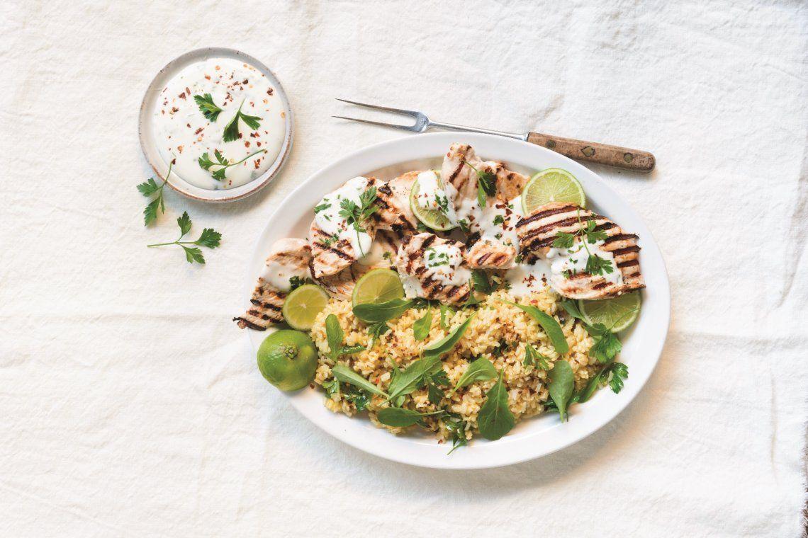 Pollo marinado con yogur natural. Rico y saludable