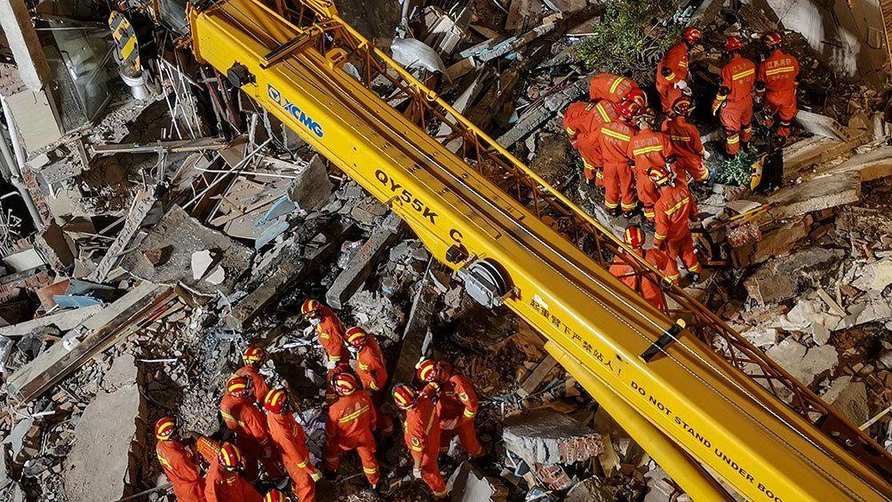 Derrumbe de hotel en China: al menos 8 muertos y 9 desaparecidos
