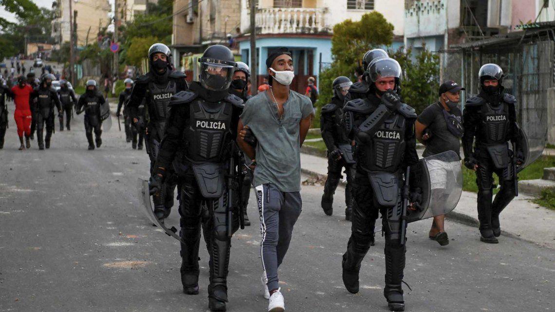 Las protestas se producen con el país sumido en una grave crisis económica y sanitaria.