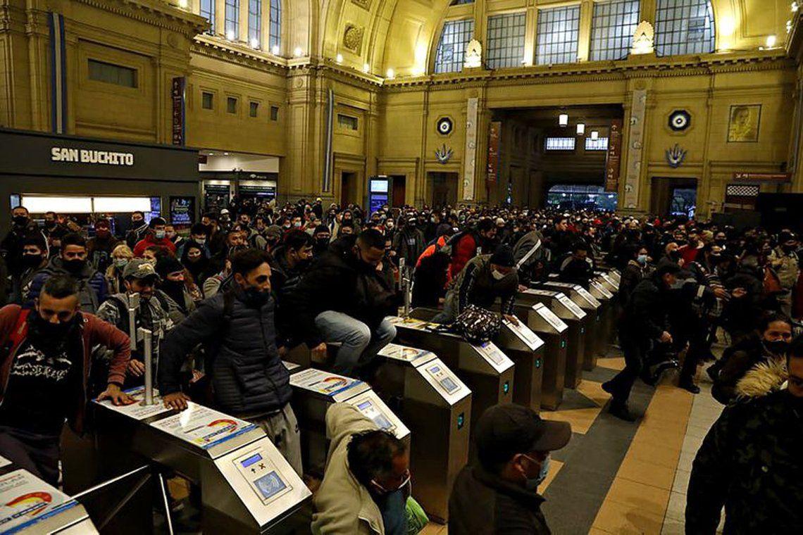 Tren Roca: caos en Constitución.