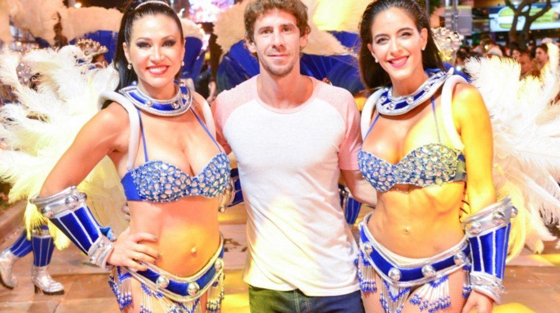 San Fernando: el intendente Juan Andreotti se ocupa de los desarrollos urbanos de lujo - En la foto con bailarinas de campaña