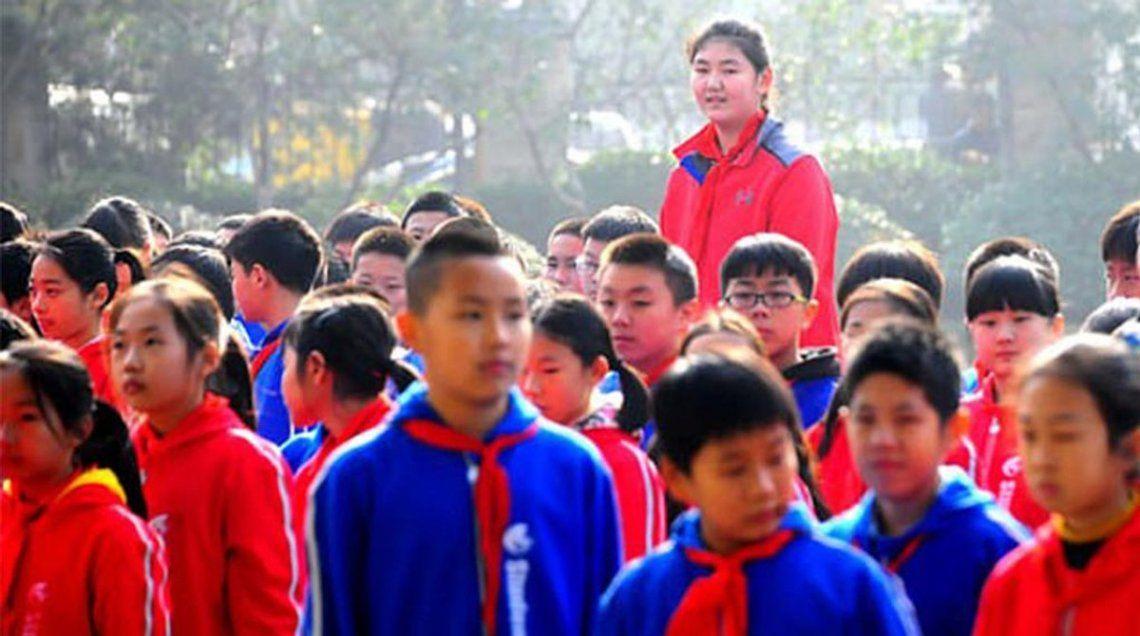 Nueva figura del básquet de China: Zhang Ziyu, tiene 14 años y mide 2,26 metros