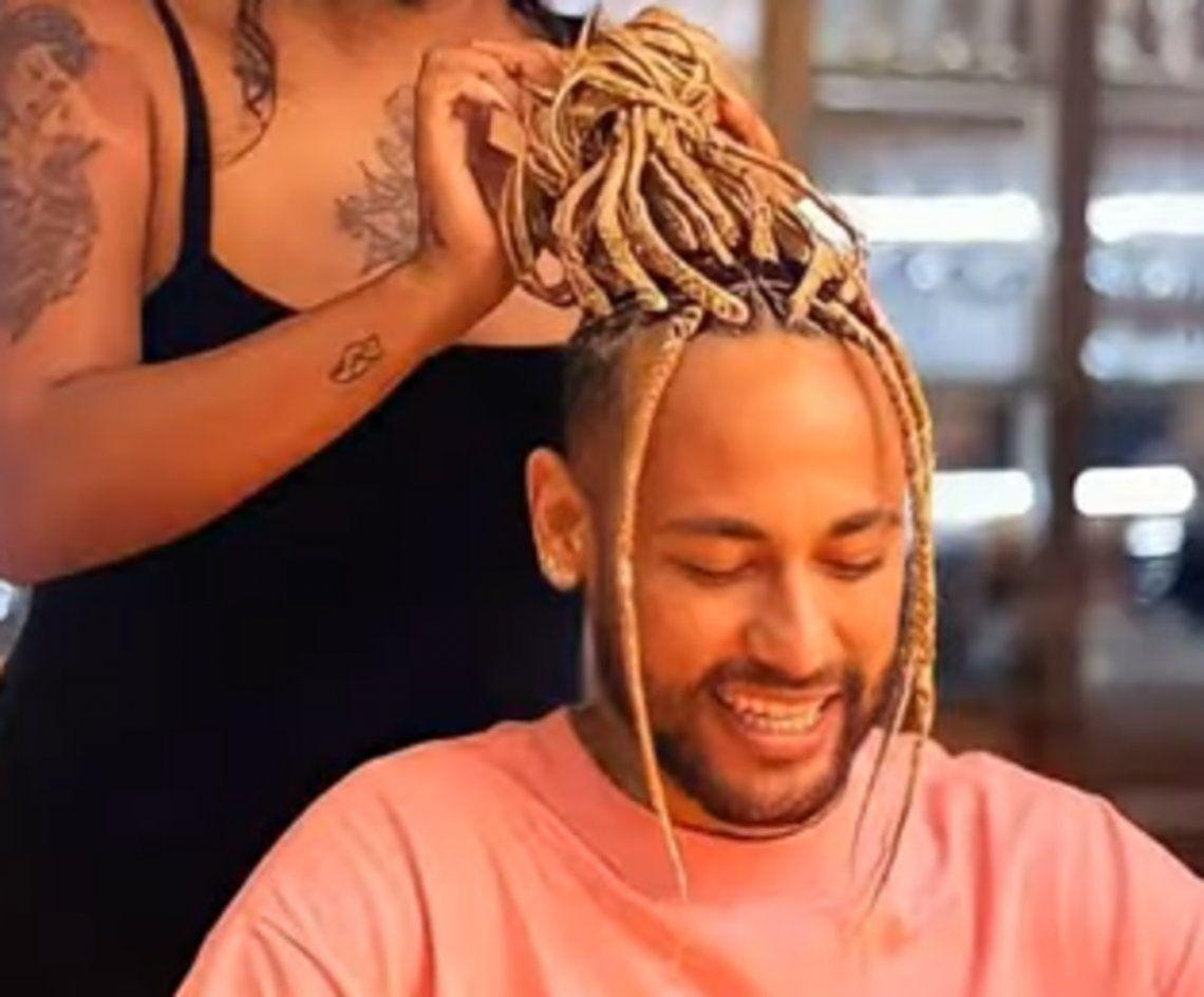 Neymar cambió de look y revolucionó las redes sociales.