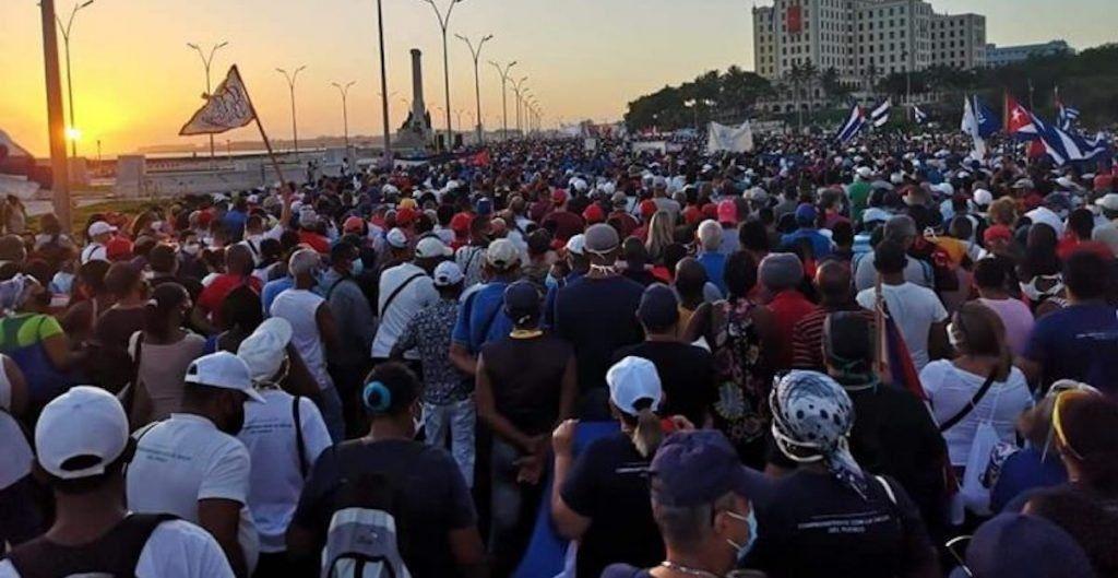 Cuba: multitud se concentra en acto pro-revolución