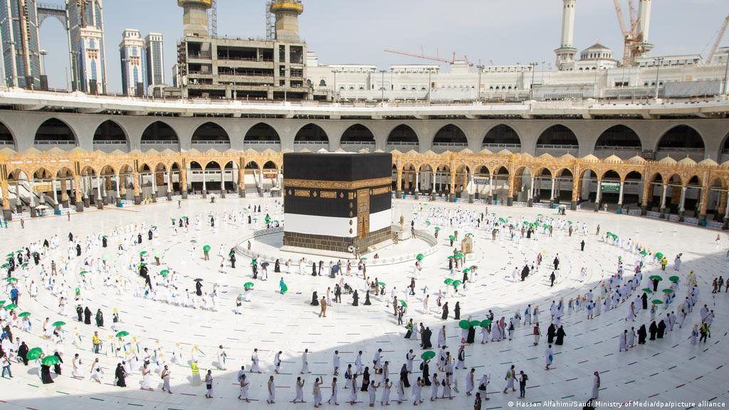 Los primeros peregrinos llegan a la Gran Mezquita de La Meca