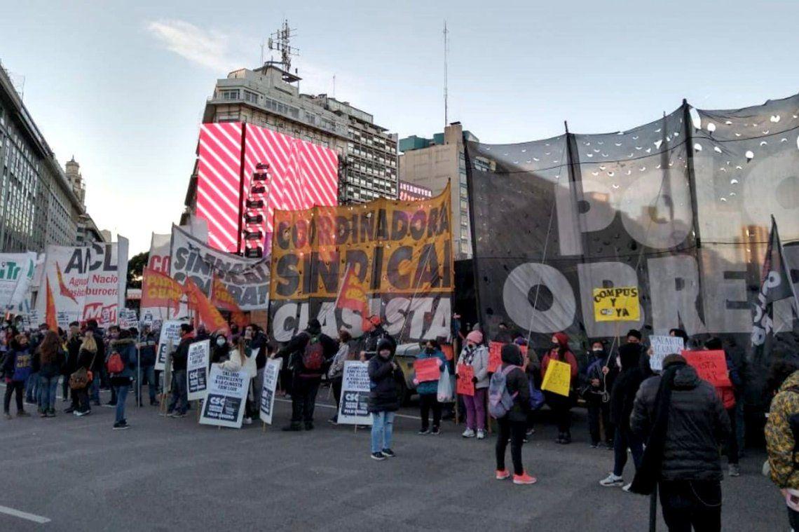 Las protestas se enmarcan en una jornada de manifestaciones organizada por el Movimiento Socialista de los Trabajadores y el Polo Obrero.
