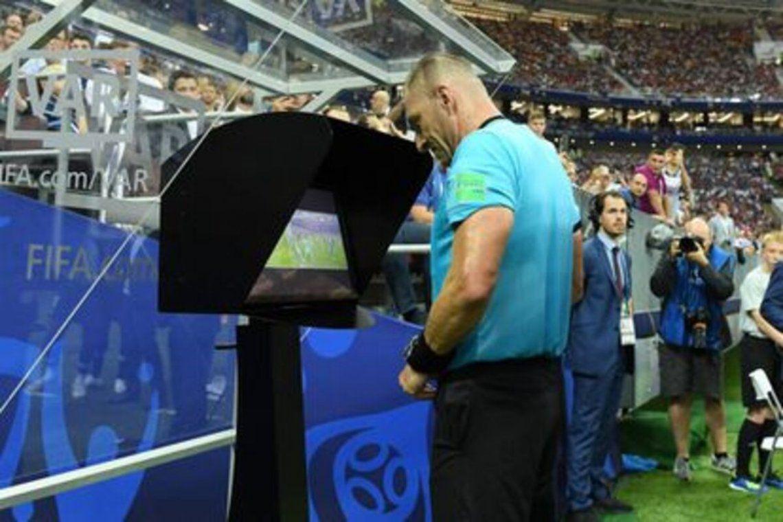 El VAR no se implementará por el momento en el fútbol argentino.