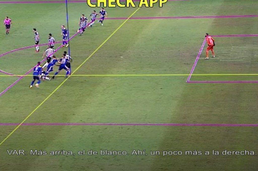 La imagen de la discordia: el supuesto off side de Pulpo González en la que jugada que terminó en gol de Boca y que fue anulada en la revisión.
