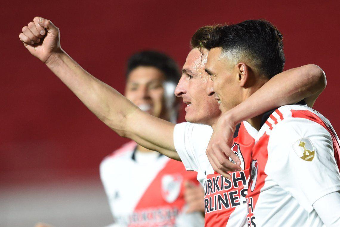 Braian Romero celebra en compañ´+ia uno de sus goles