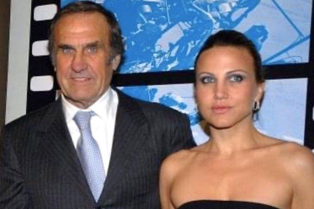Carlos Reutemann posa junto a su hija menor