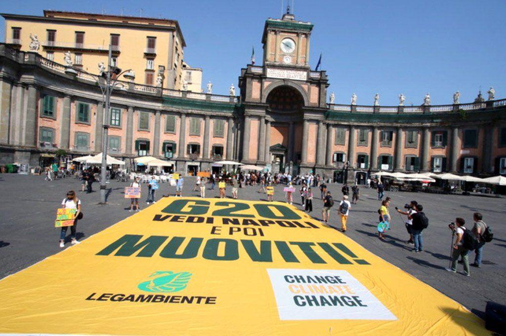 Otras protestas se dieron lugar en diferentes sitios de Nápoles con relación al G20 de Medioambiente.