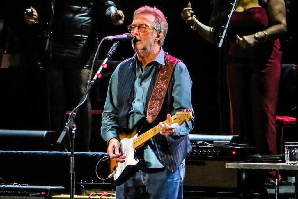 Eric Clapton tiene 76 años y se vacunó contra el Covid-19 con las dos dosis de la AstraZeneca.