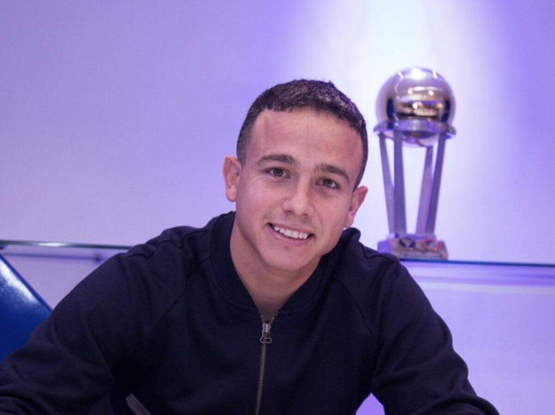Leo Jara rubricó su contrato con Vélez.