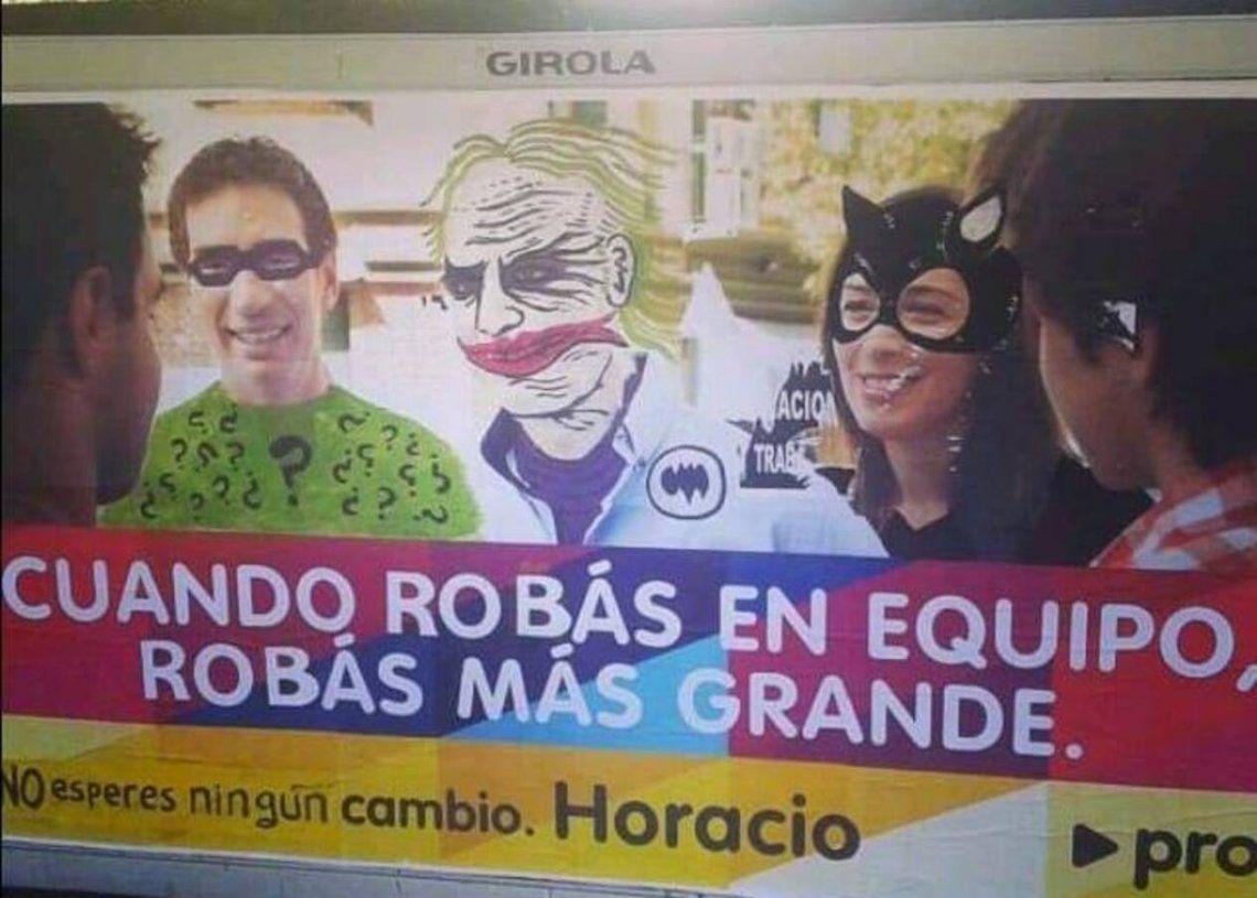 Un afiche intervenido artísticamente contra los candidatos de Juntos en la Ciudad que es furor en redes