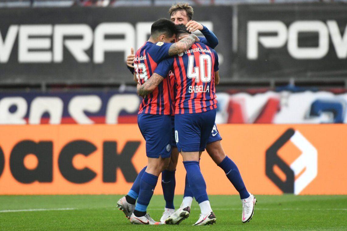 San Lorenzo festeja el gol del triunfo.