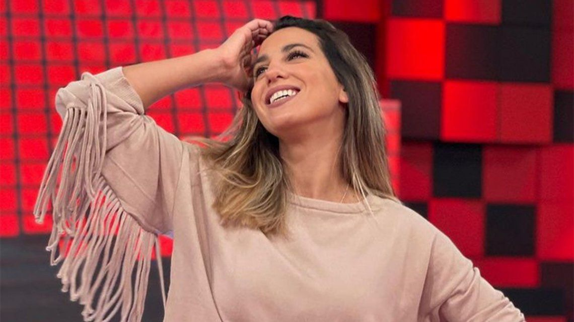 Cinthia Ferrnández lanzó su candidatura por el partido UNITE.