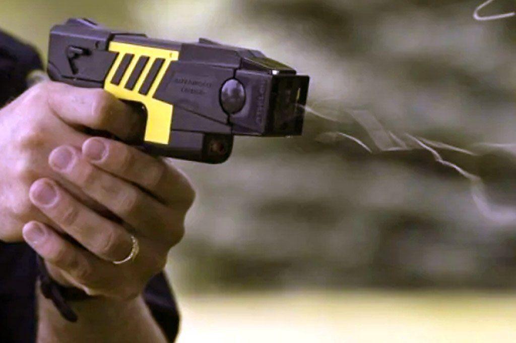 El uso de la pistola Taser sigue en el centro de la polémica en la Argentina.