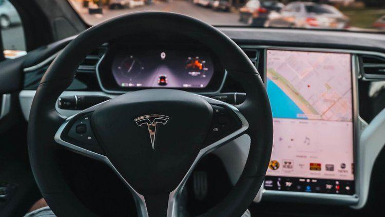 El piloto automático de Tesla sufre una extraña confusión
