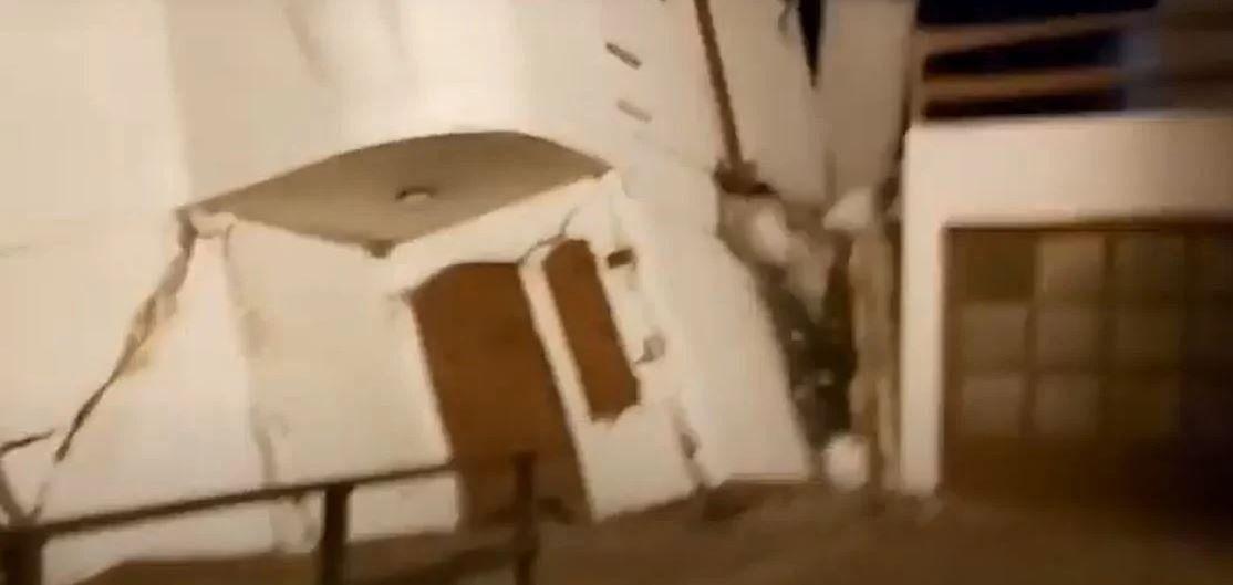Costa Atlántica: sudestada derrumbó una casa en la playa de Mar del Tuyú