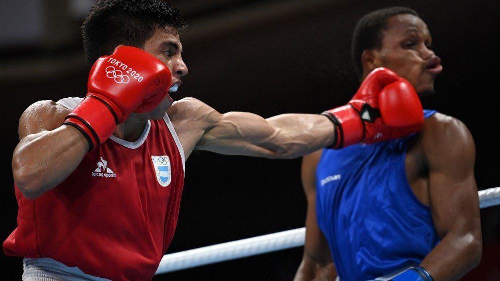 El Bebu Verón hizo una buena pelea ante Euri Cedeño Martínez pero no le alcanzó.