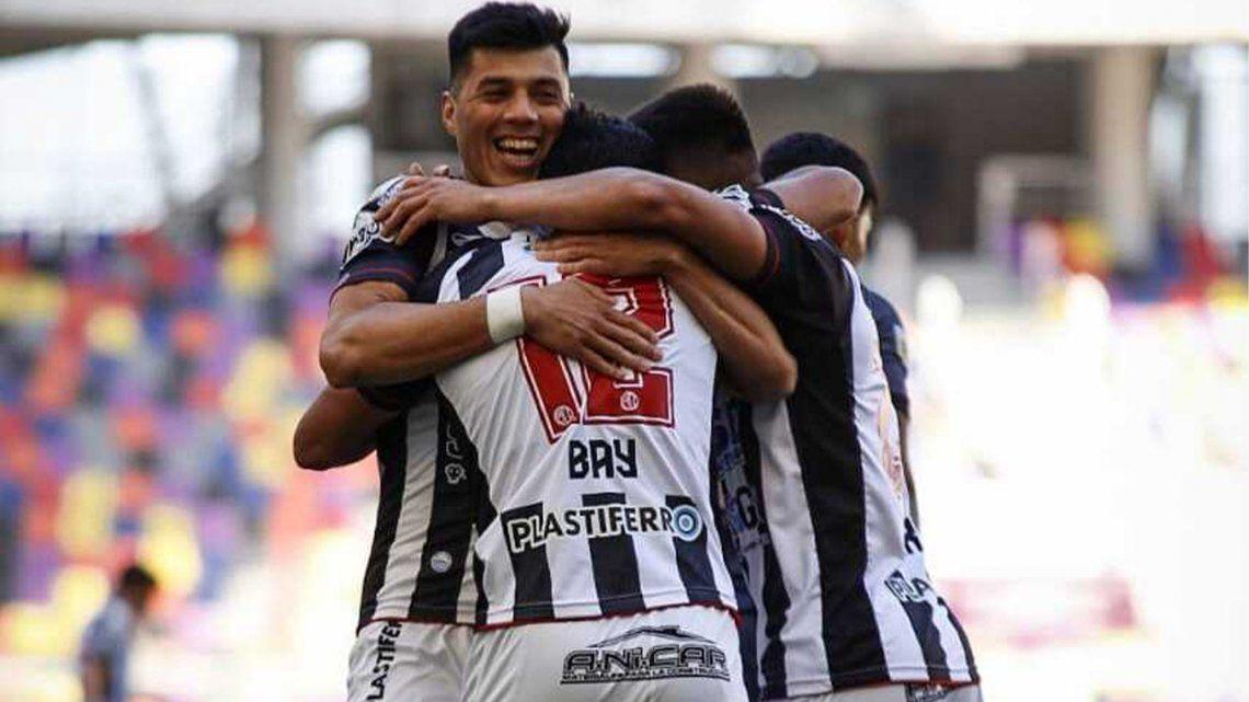 Central Córdoba lo ganó en el final y sumo de a tres.
