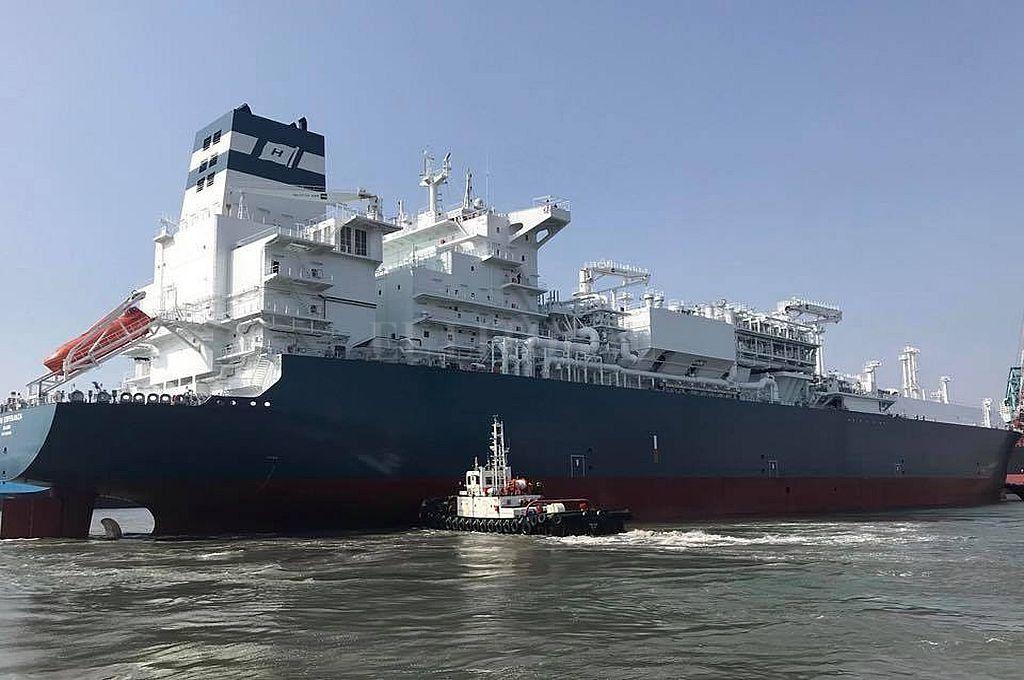 Enorme buque noruego.