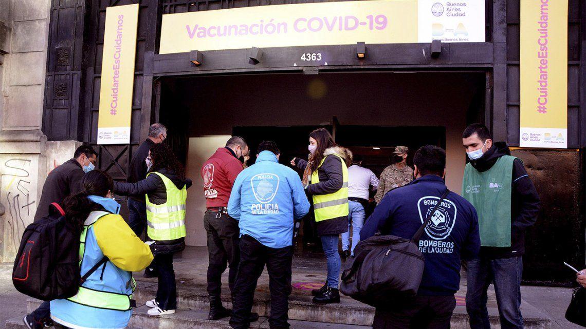 La Ciudad comenzó a vacunar con la segunda dosis al personal estratégico de seguridad.