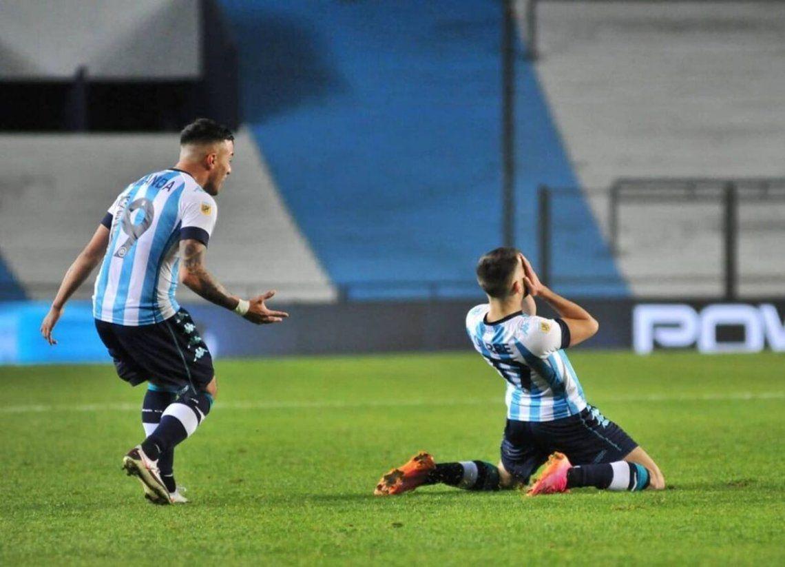 La emoción de Garré tras anotar el gol de Racing.
