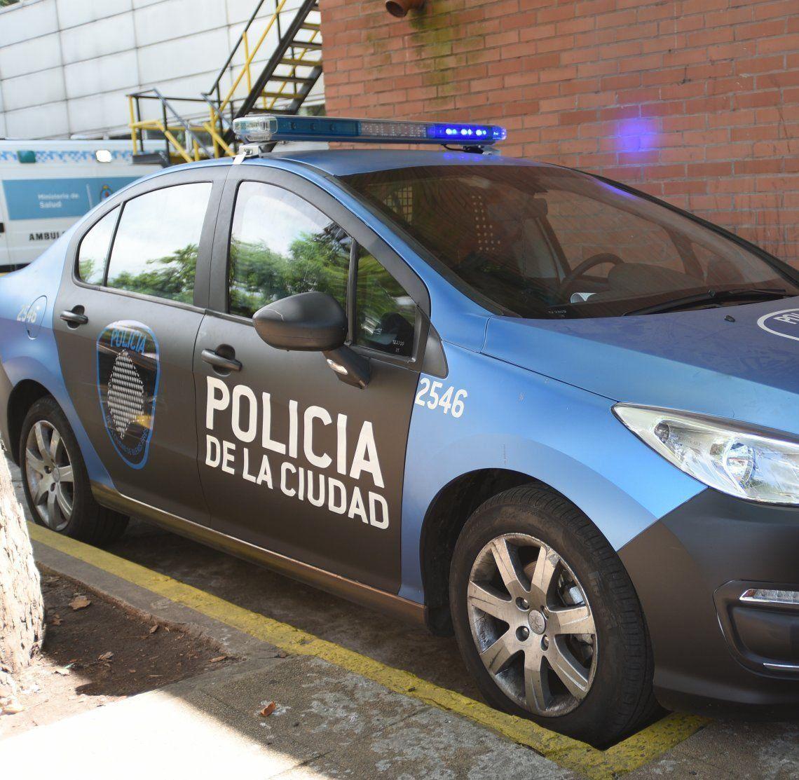 Policía de la Ciudad se tiroteó con ladrones de un auto en el barrio de Barracas