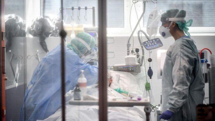 La cartera sanitaria indicó que son 3.819 los internados con coronavirus en unidades de terapia intensiva.
