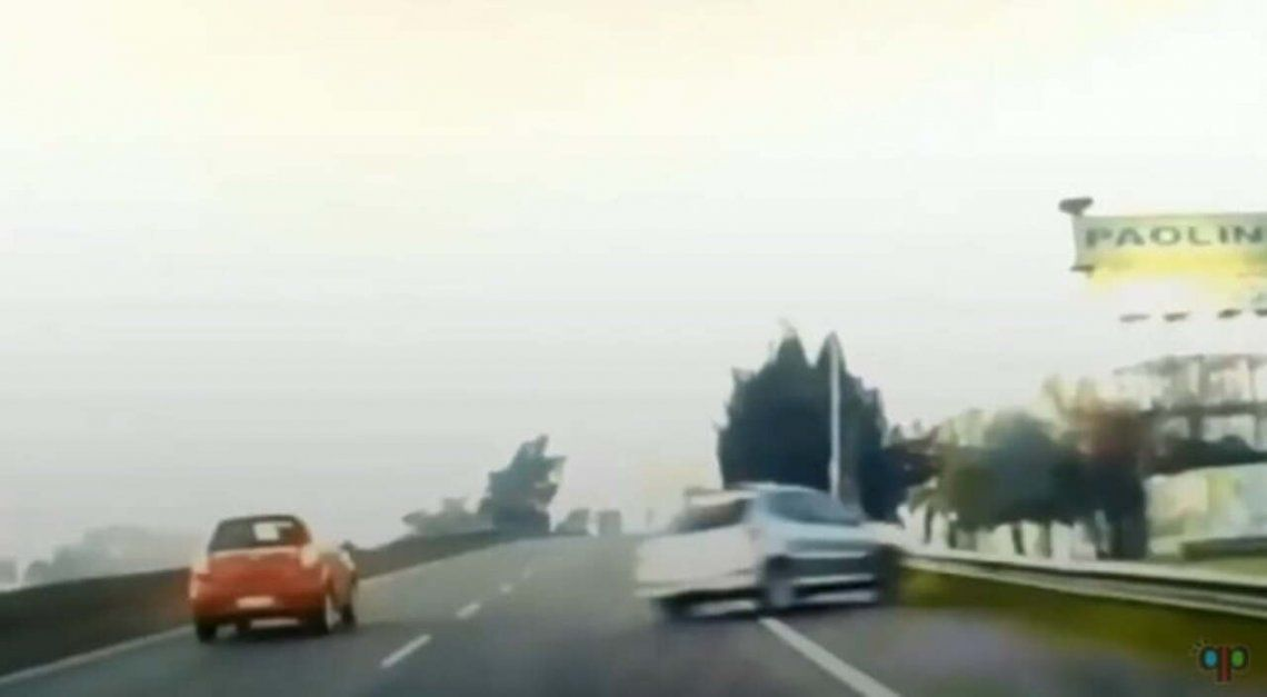 Un auto perdió el control sobre el carril izquierdo de la Panamericana