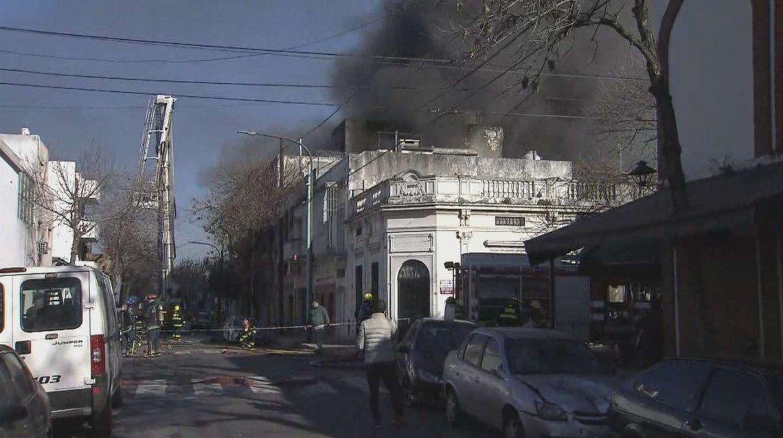 En el lugar trabajan al menos 11 dotaciones de bomberos
