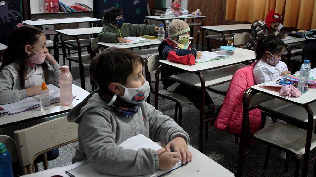 Evalúan dictar clases los sábados en escuelas bonaerenses.
