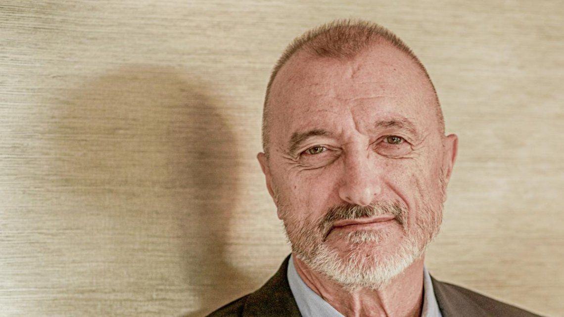 Arturo Pérez-Reverte, en contra de la RAE, sostiene que el tilde en solo a veces es necesario