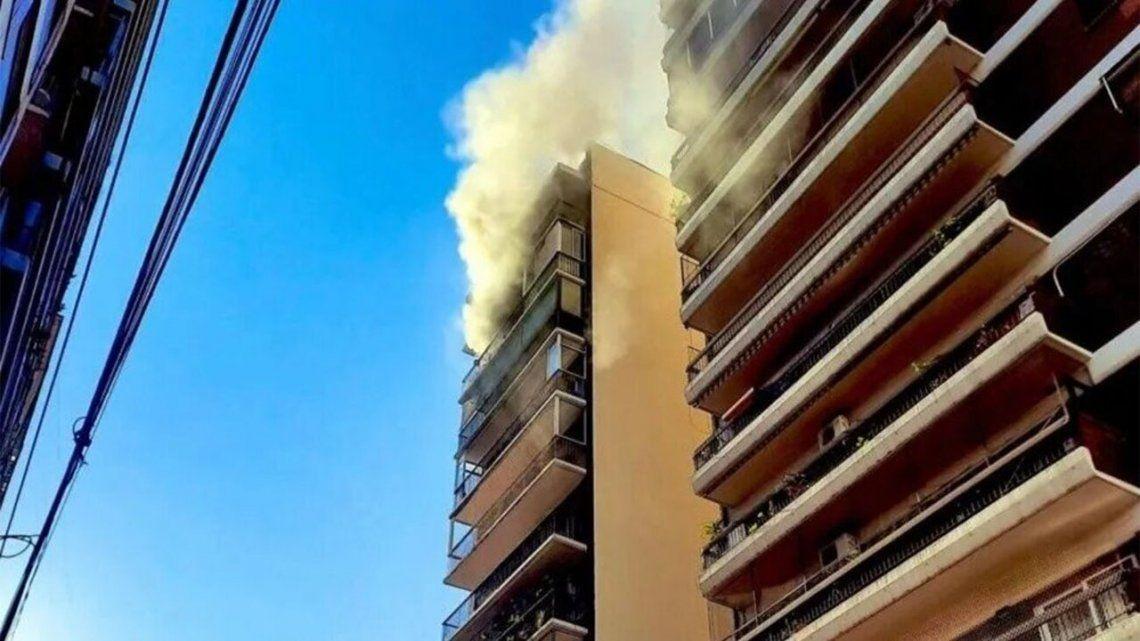 Avellaneda: evacuaron a todo un edificio por un incendio.