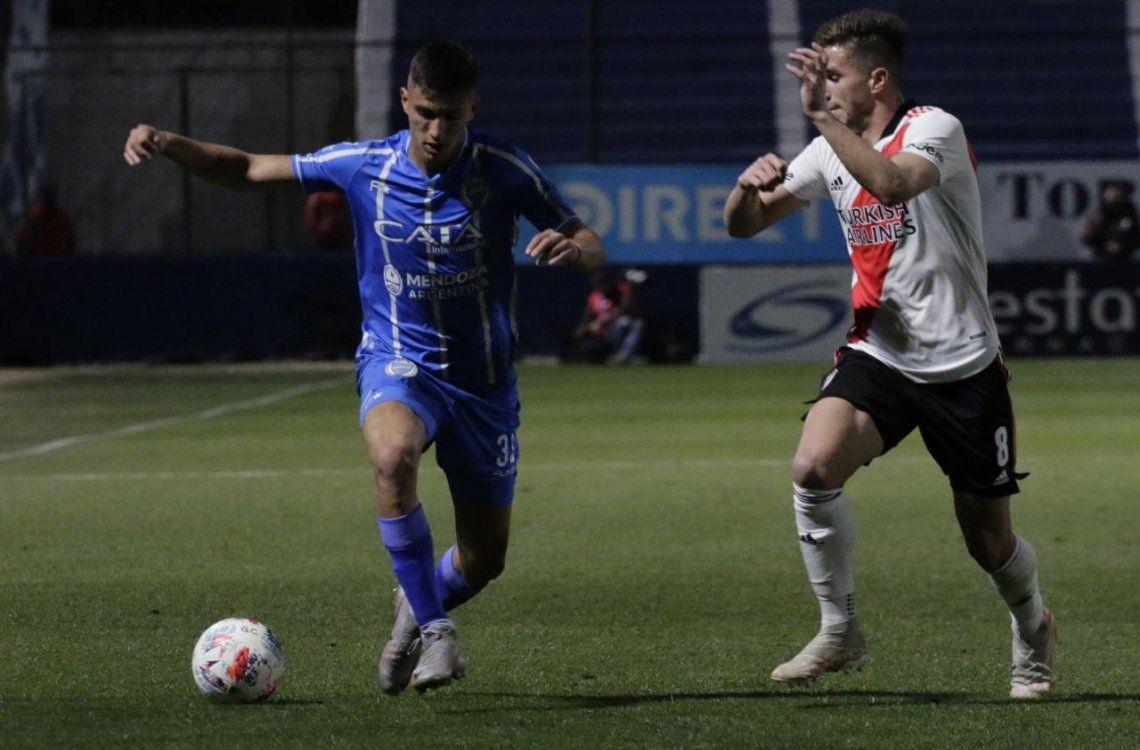 Godoy Cruz derrotó a River 2-1 y se metió en la discusión