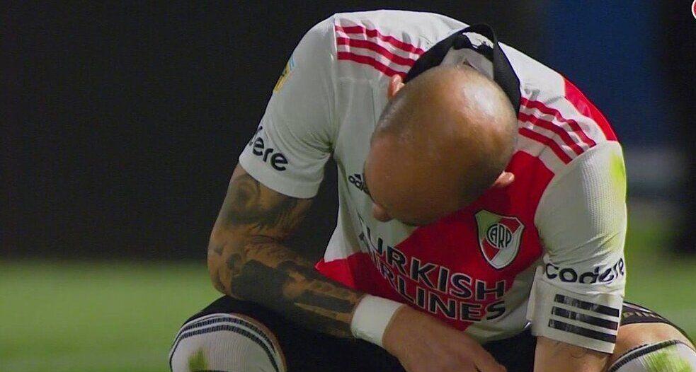 Malas noticias para River: Javier Pinola y otra lesión en el brazo derecho.