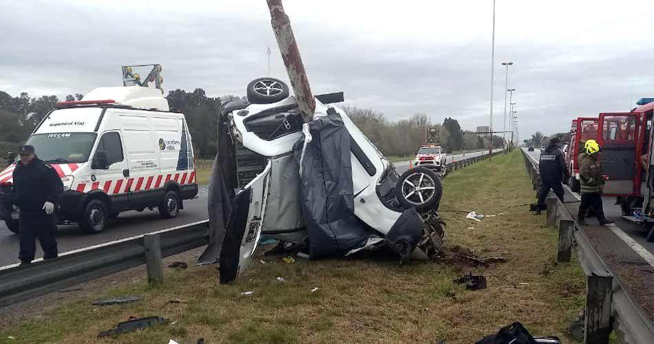 Accidente en la autopista Ezeiza - Cañuelas deja cuatro muertos y un herido de gravedad.