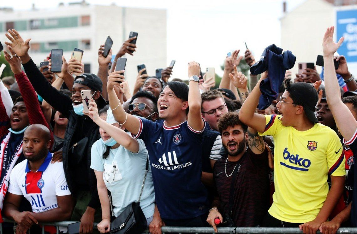 En fotos: Lionel Messi ya está en Paris y se desató la locura