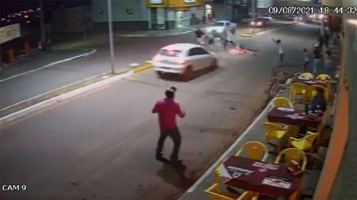 Brasil: ciclista fue atropellado dos veces en dos minutos.