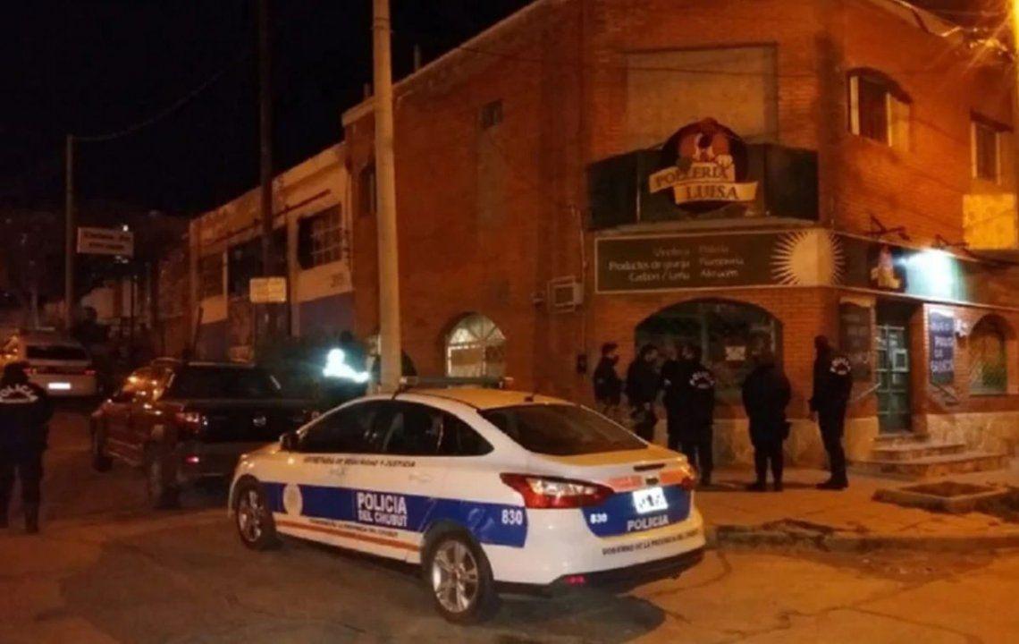Los efectivos de la brigada de investigaciones de la policía del Chubut secuestraron el cuchillo de cocina con el que el hombre fue apuñalado.