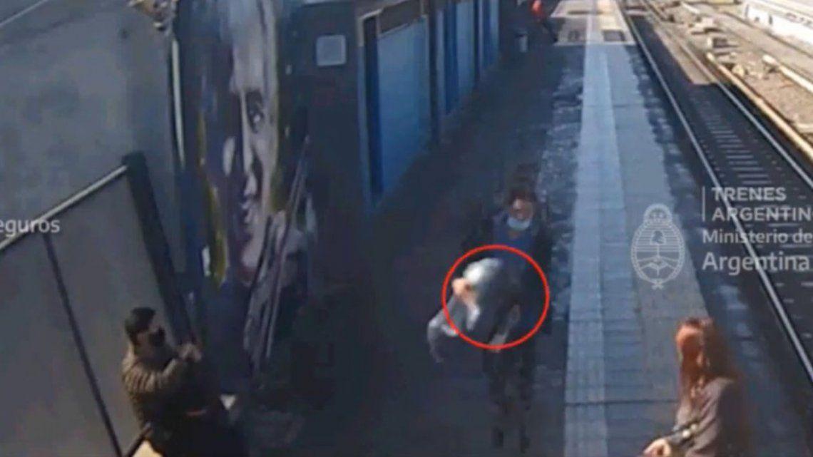 Un hombre intentó robar un inodoro y quedó detenido.