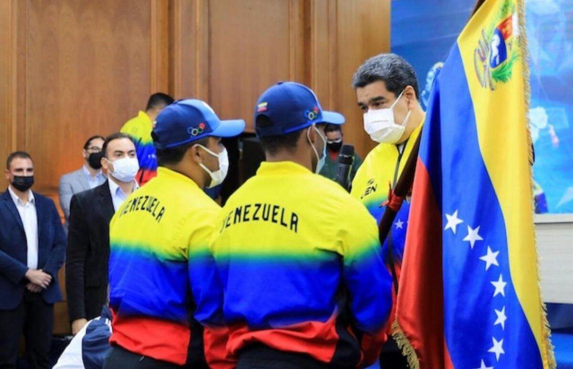 Nicolás Maduro junto a los atletas venezolanos.