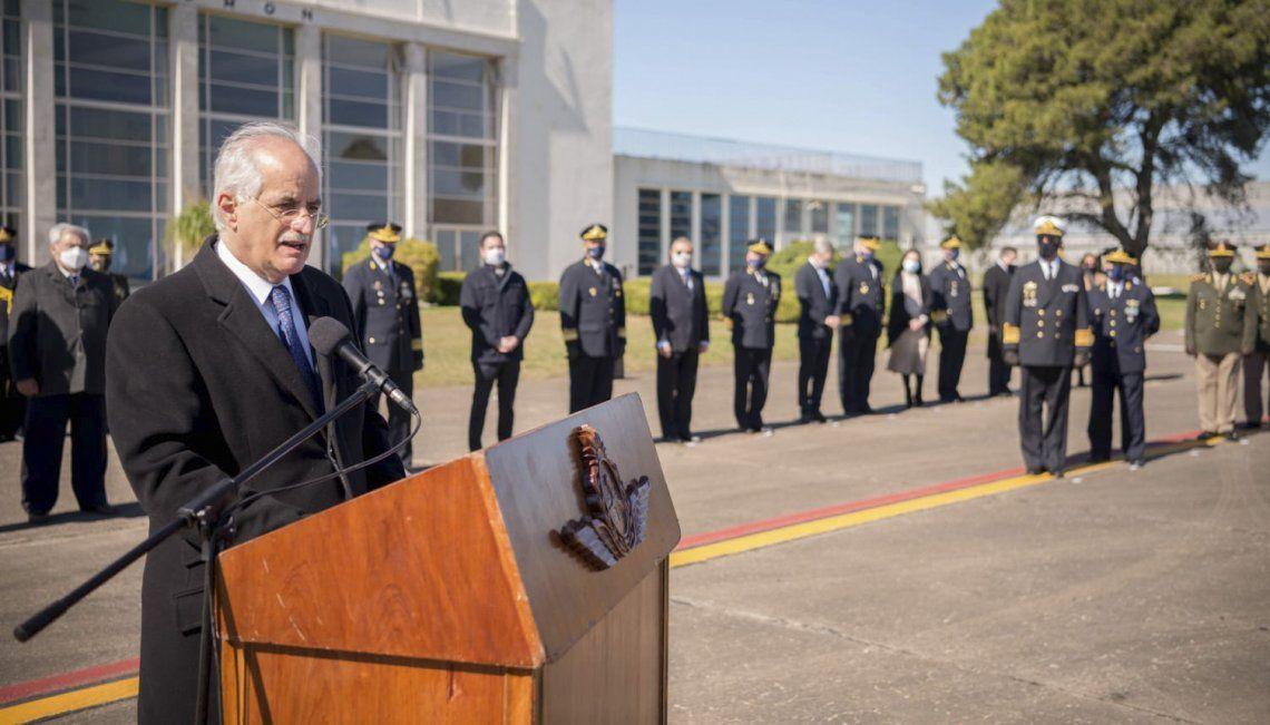 Jorge Taiana encabezó en Morón el acto central por el 109 aniversario de la Fuerza Aérea Argentina.