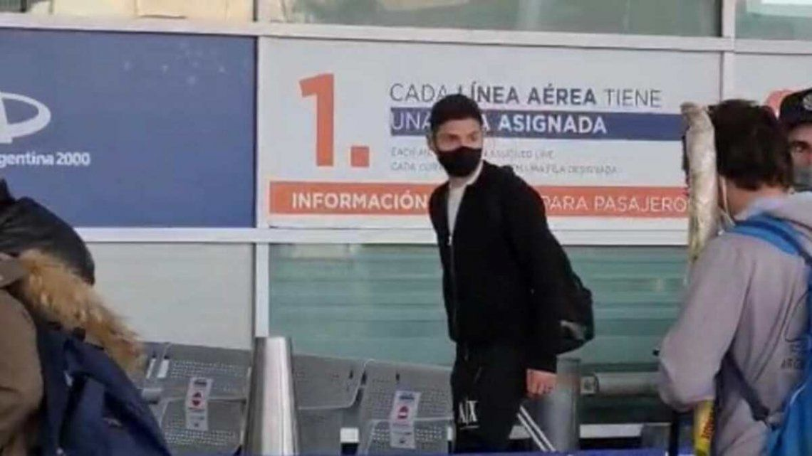 Gonzalo Montiel viajó hoy rumbo a España.